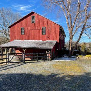 swift-run-farm-retreat-barn