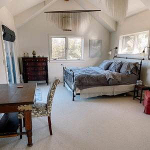 swift-run-farm-retreat-bedroom-1