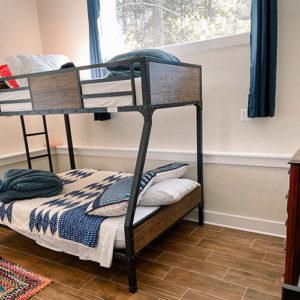 swift-run-farm-retreat-bedroom-4