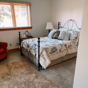 swift-run-farm-retreat-bedroom-5